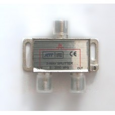 сплитер 1in-2out (5-2050MHz проходное питание)